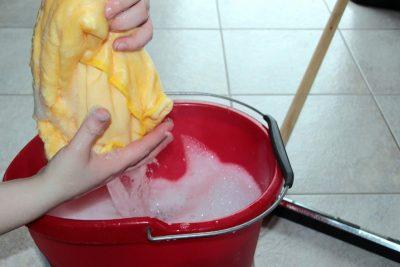 Čiščenje na domu vsebuje tudi čiščenje tal